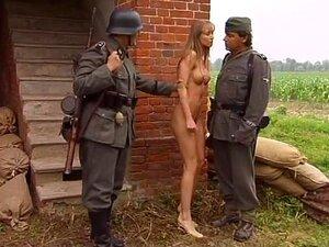 stroptivuyu-pustili-porno-video-partizanok